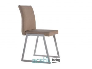 Table and chairs Statu